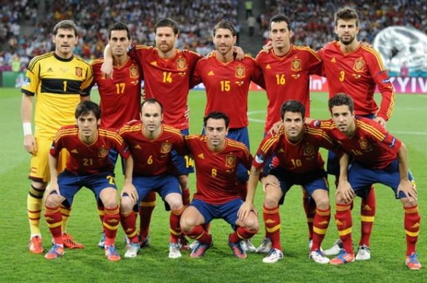 Cuál es el número total de jugadores que han vestido la camiseta de la Selección española - FÚTBOLSELECCIÓN