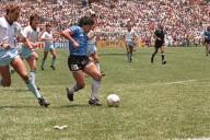 Diego Armando Maradona - El Gol del Siglo - FUTBOLSELECCION
