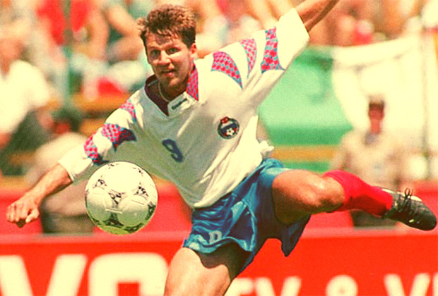 ¿Sabes qué jugador marco cinco goles a Camerún en el Mundial de Estados Unidos de 1994? - FÚTBOLSELECCIÓN