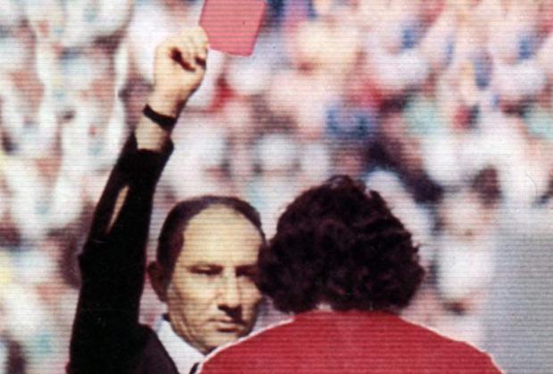 ¿Sabes quién fue el primer jugador expulsado con cartulina roja en un Mundial? - FÚTBOLSELECCIÓN